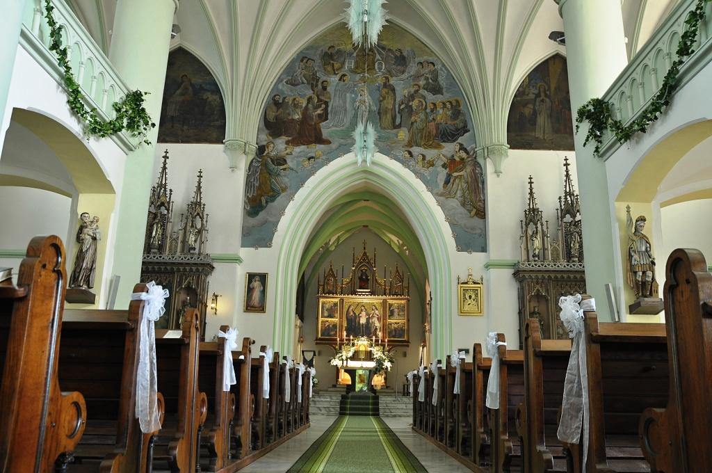 Interiér kostela po opravě v červnu 2013